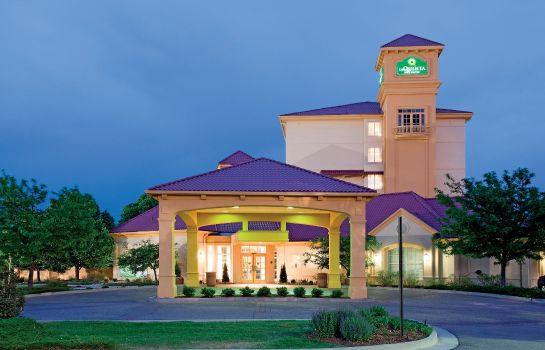 Exterior view La Quinta Inn Ste COS AP South