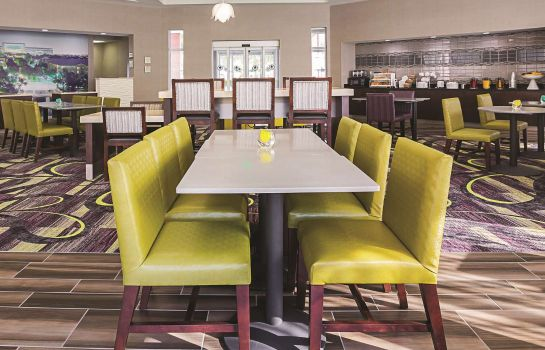 Restaurant La Quinta Inn Ste Dallas Plano West