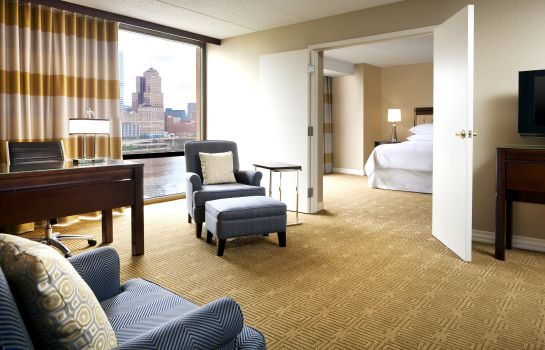 Zimmer Sheraton Pittsburgh Hotel at Station Square