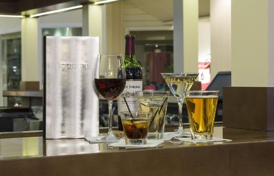 Hotel bar DoubleTree by Hilton Orlando at SeaWorld