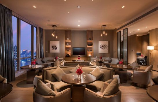 Hotel bar DoubleTree by Hilton Chicago - Oak Brook