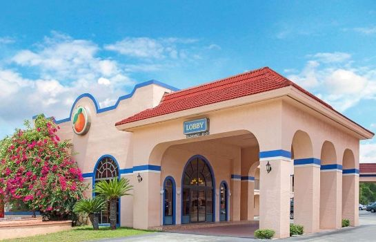 Widok zewnętrzny Travelodge Suites by Wyndham Kissimmee Orange