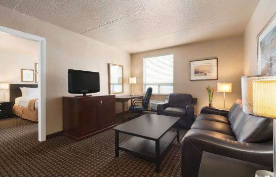 Suite TRAVELODGE CALGARY AIRPORT S