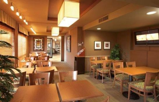 Restauracja Quality Inn and Suites P.E. Trudeau Airp