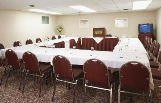 Sala konferencyjna Quality Inn and Suites P.E. Trudeau Airp