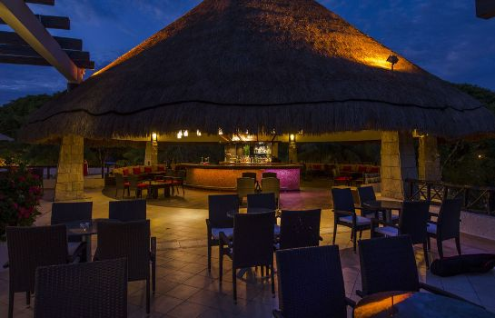 Hotel bar The Reef Playacar All Inclusive Beach Resort