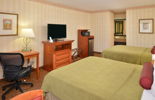 Zimmer BW PLUS RAFFLES INN SUITE