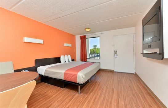 Room MOTEL 6 LAKE PARK