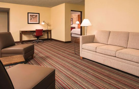 Suite Four Points by Sheraton Bentonville
