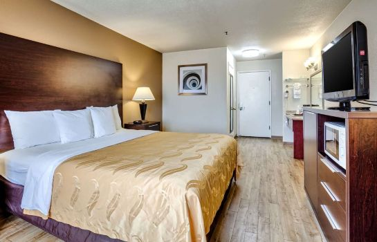 Room Quality Inn near Six Flags Discovery Kin