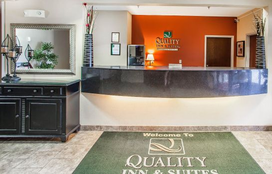 Lobby Quality Inn and Suites Mason City
