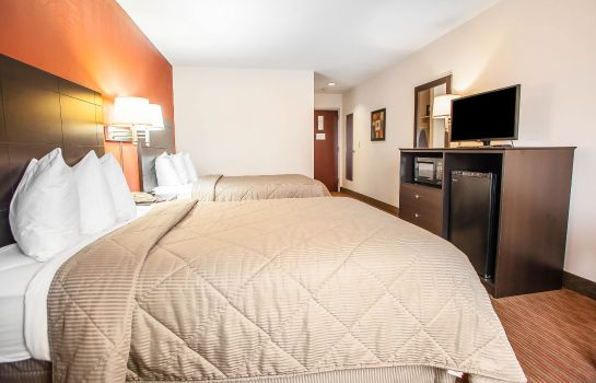 Room Quality Inn and Suites Mason City