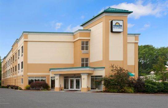 Buitenaanzicht Days Inn and Suites Albany