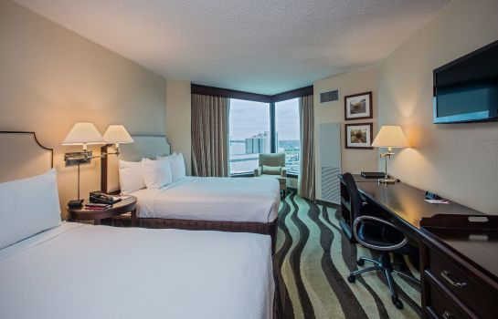 Zimmer Crowne Plaza DETROIT DOWNTOWN RIVERFRONT