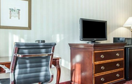 Zimmer Clarion Hotel Empire Meadowlands Hotel