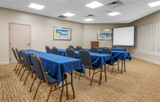 Conference room Comfort Suites Maingate East