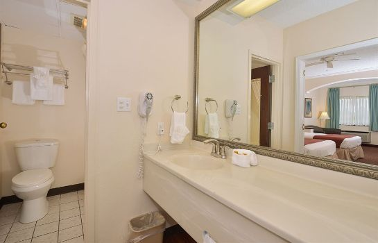 Cuarto de baño Arbor Suites Medical Mile