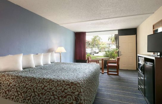 Zimmer DAYS INN CLEARWATER  CENTRAL