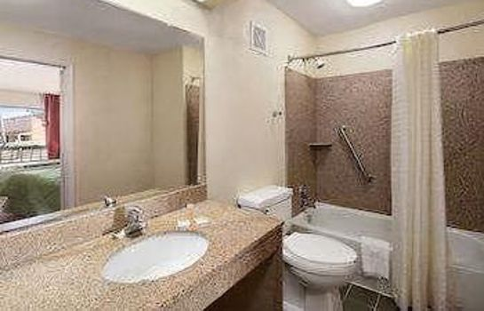 Bagno in camera Days Inn by Wyndham Cookeville