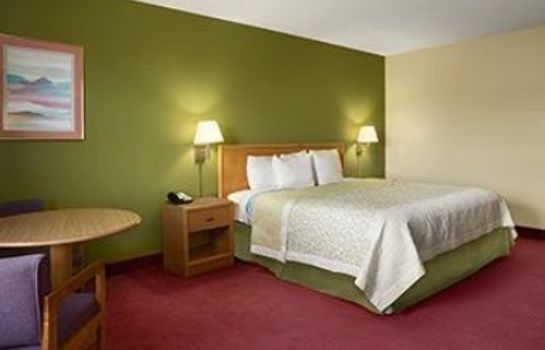 Suite Days Inn by Wyndham Wichita North