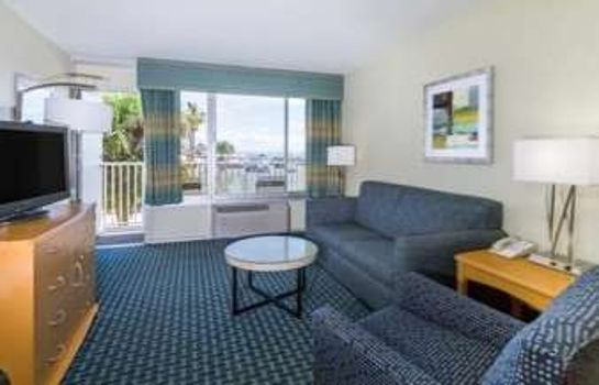 Suite Days Inn by Wyndham Cocoa Beach Port Canaveral