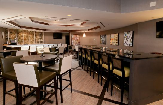 Hotel bar DoubleTree Suites by Hilton Hotel Charlotte - Southpark