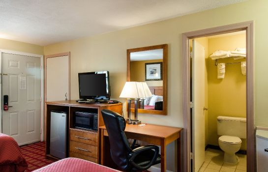 Zimmer Econo Lodge West Yarmouth
