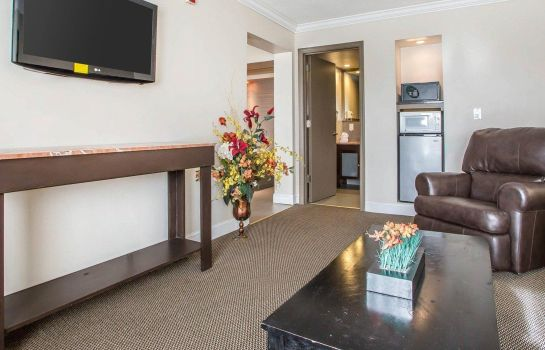Suite Econo Lodge Carlstadt