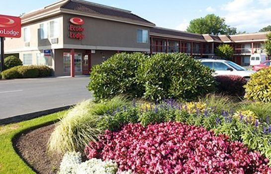 Exterior view Econo Lodge Southeast