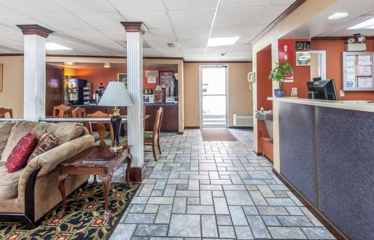 Hall Econo Lodge Cleveland