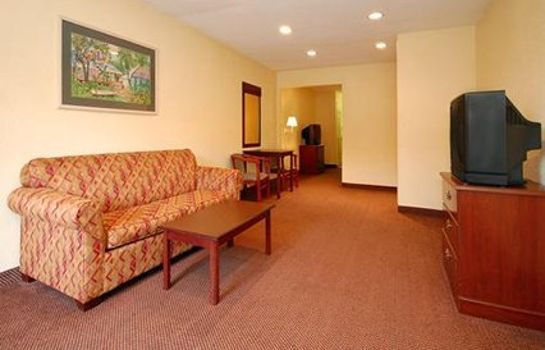 Suite Econo Lodge Inn & Suites I-64 & US 13