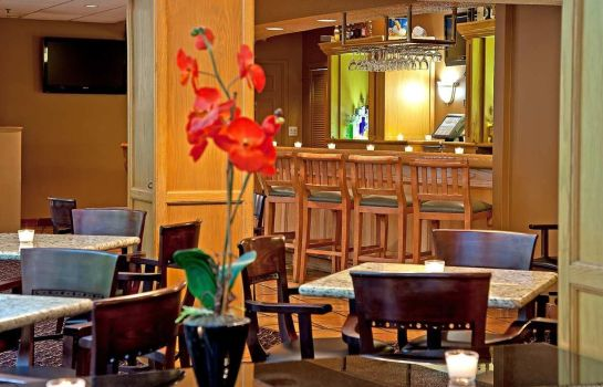 Hotel bar Embassy Suites by Hilton Chicago Schaumburg Woodfield