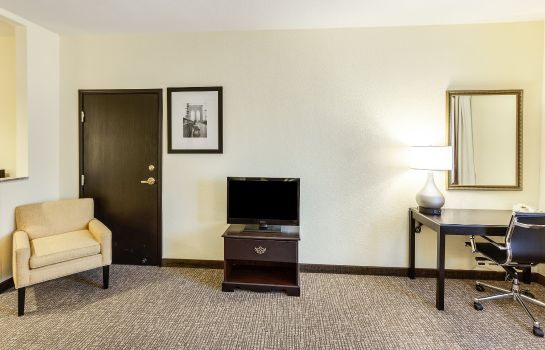 Camera Comfort Inn and Suites Texas Hill Countr
