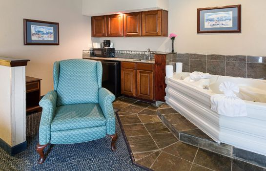 Room Quality Inn & Suites Yacht Club Basin
