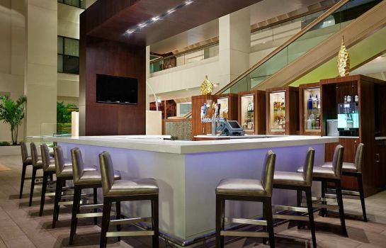 Hotel bar Hilton Miami Airport