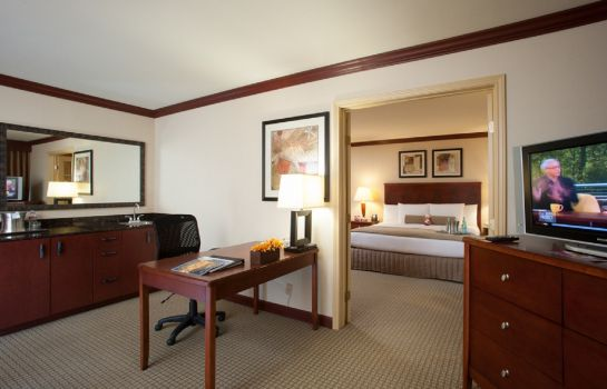 Suite Crowne Plaza TULSA - SOUTHERN HILLS