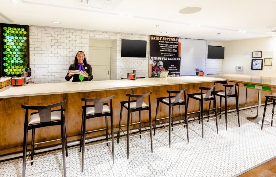 Hotel-Bar Holiday Inn & Suites ATLANTA AIRPORT-NORTH