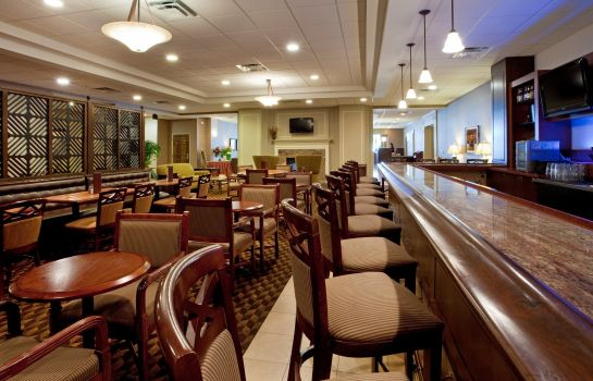 Hotel bar Holiday Inn CHARLOTTESVILLE-UNIV AREA