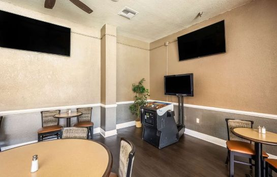 Restaurant Clarion Inn and Suites Clearwater Centra