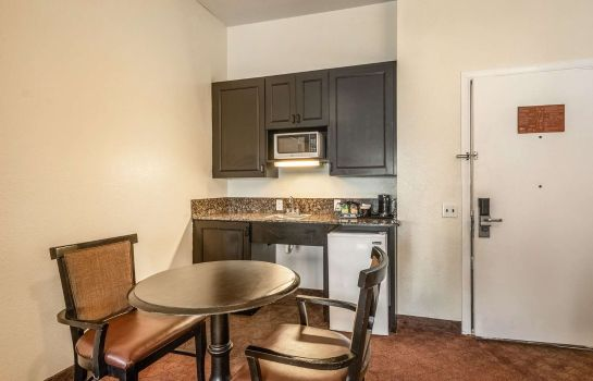 Suite Clarion Inn and Suites Clearwater