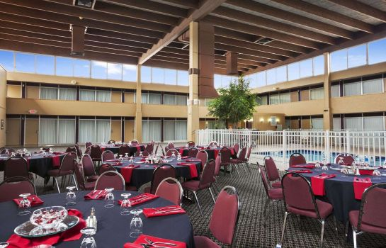 Restaurant Ramada Plaza by Wyndham Casper Conference Center