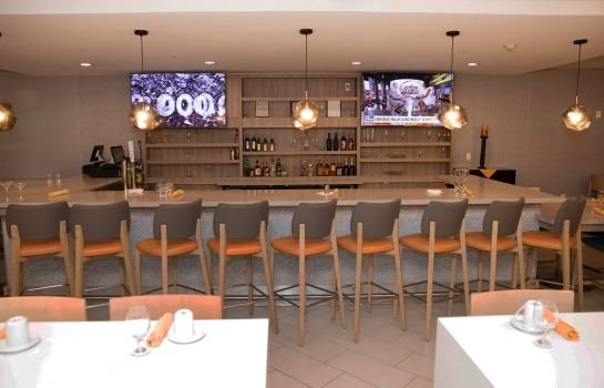 Hotel bar Holiday Inn HOUSTON-HOBBY AIRPORT