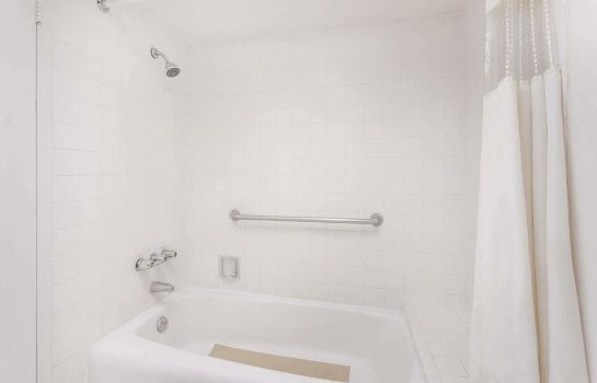 Salle de bains Howard Johnson by Wyndham Commerce GA Howard Johnson by Wyndham Commerce GA