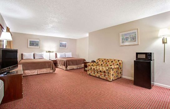 Suite Howard Johnson by Wyndham Tampa Airport/Stadium