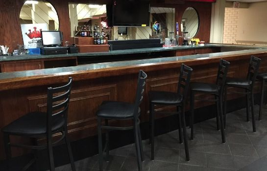 Hotel-Bar SureStay Plus Hotel by Best Western St. Louis Airport