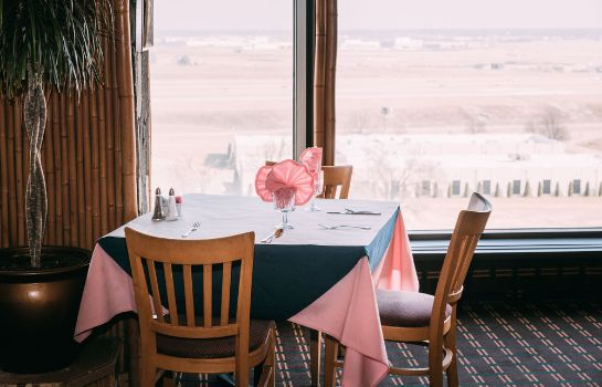 Restaurant SureStay Plus Hotel by Best Western St. Louis Airport