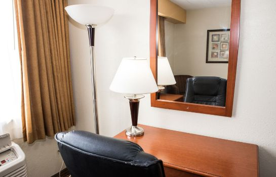 Standardzimmer SureStay Plus Hotel by Best Western St. Louis Airport