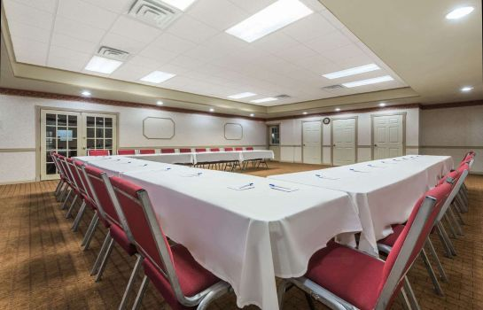 Conference room HOWARD JOHNSON BY WYNDHAM SPRI