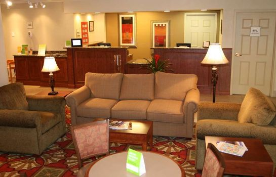 Hall de l'hôtel La Quinta Inn & Suites Cleveland Airport West
