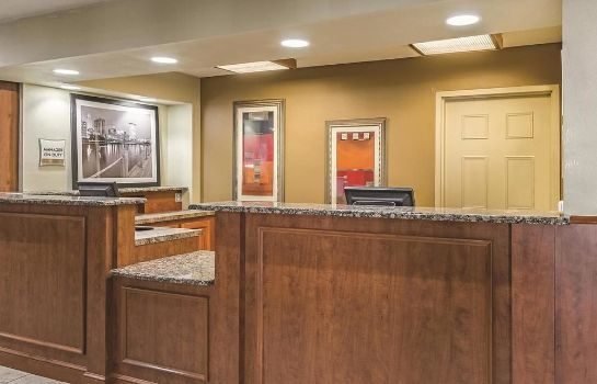 Hall La Quinta Inn & Suites Cleveland Airport West